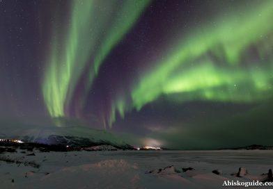Foto de auroras boreales tomada desde el norte de Suecia